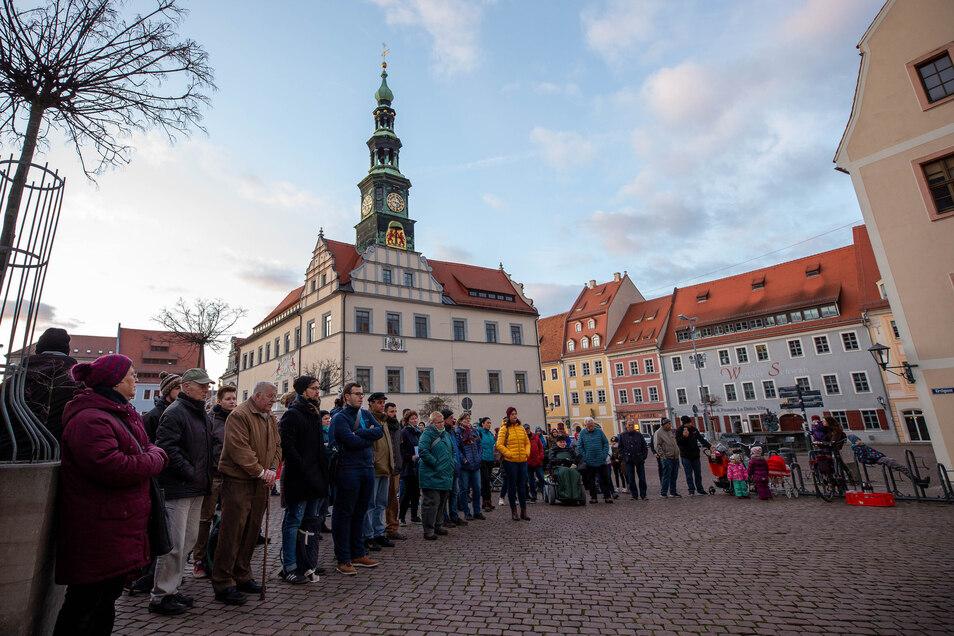 Über 80 Menschen versammelten sich zu der Kundgebung auf dem Pirnaer Markt.