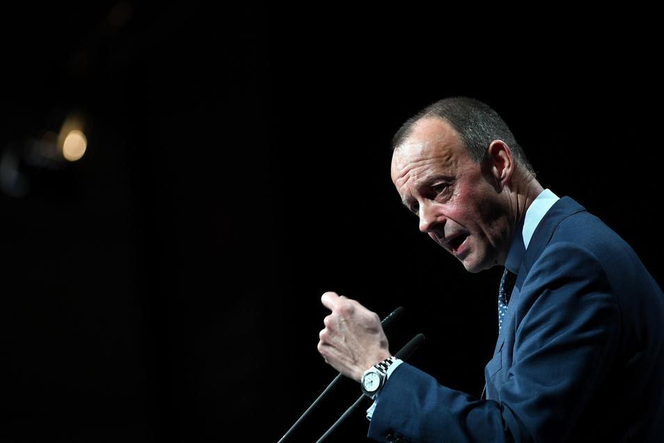 Friedrich Merz hat sich als erster Kandidat aus der Deckung gewagt: Ja, er will für den CDU-Vorsitz kandidieren.
