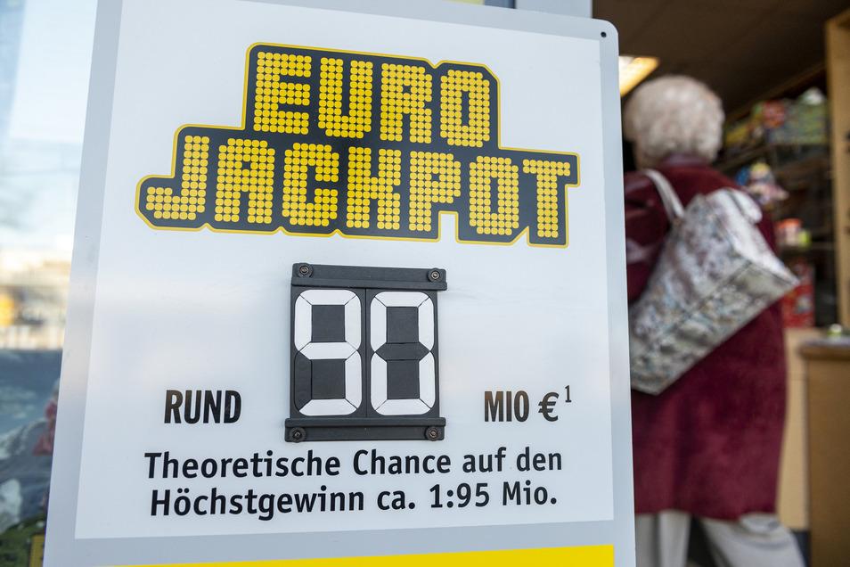 So unwahrscheinlich es auch ist: Ein Lottospieler aus Deutschland ist mit dem richtigen Tipp um 90 Millionen Euro reicher geworden.
