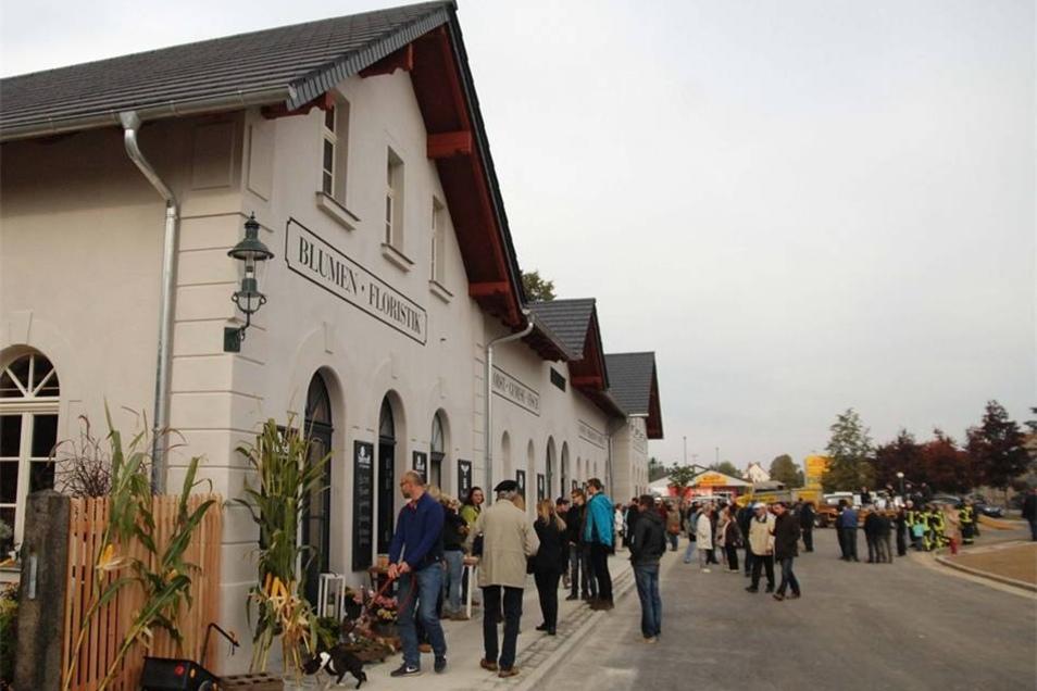 Nach fast einem Arbeit Sanierungsarbeit konnte der Bahnhof in Herrnhut am Sonnabend neu eröffnet werden. Mit seiner tollen neuen Fassade lockte der Bahnhof zahlreiche Besucher an.