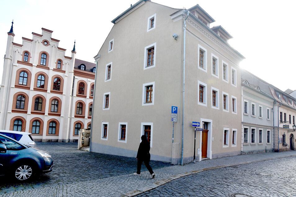 Das Eckhaus an der Johannisstraße war jahrelang verfallen, jetzt ist es wieder schick und bewohnt.