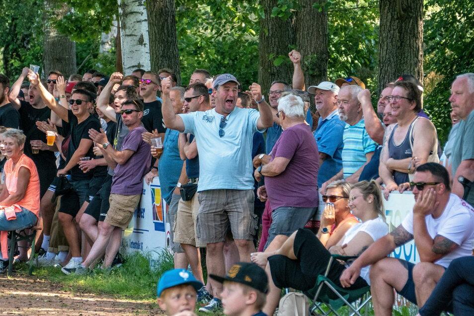 Volksfestatmosphäre auf dem Richard-Kerber-Sportplatz: 445 zahlende Zuschauer verfolgten das Halbfinale.