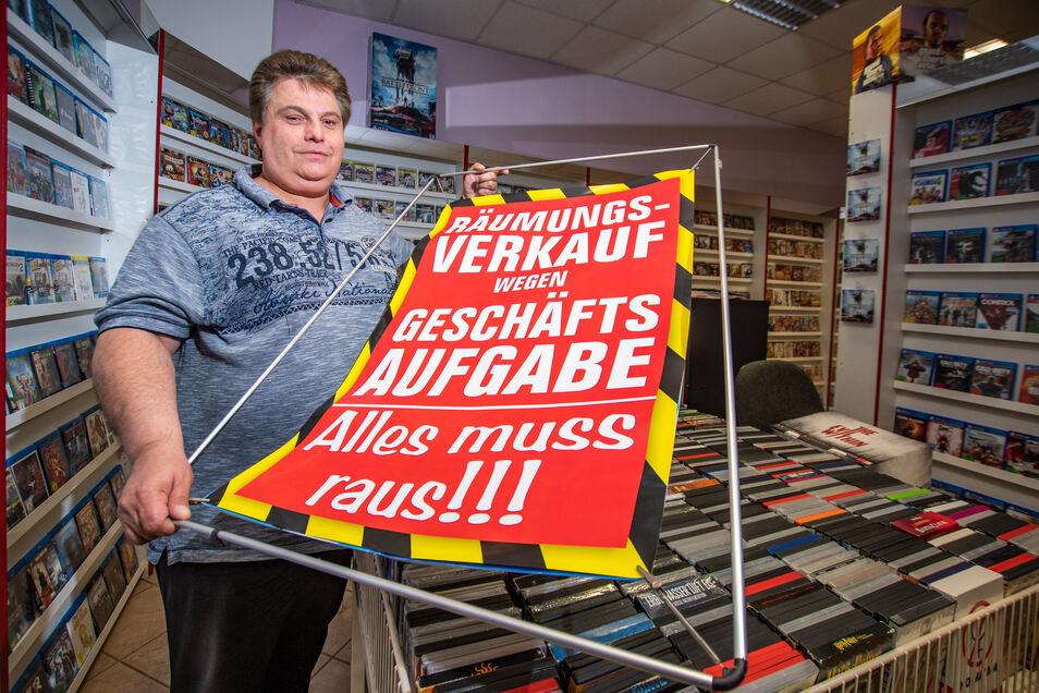 In den nächsten Monaten wird Marco Santi versuchen, Videos und Videospiele zu verkaufen. Etwa 10.000 Artikel hat er in seiner Videothek an der Sattelstraße.
