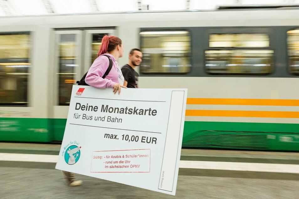 In Sachsen ist erneut Streit um das Bildungsticket ausgebrochen.