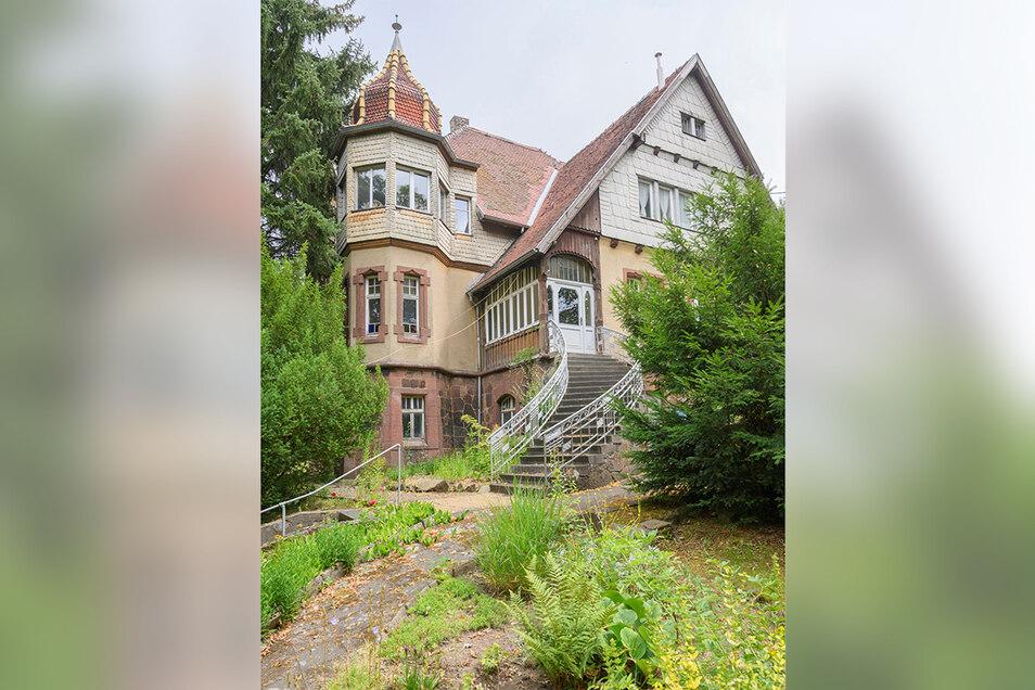 Die Villa Bauch ist ein gut erhaltenes Gründerzeitgebäude am grünen Rand Roßweins. Der Plan ist, das Gebäude zu sanieren und als Musikakademie sowie für kulturelle Begegnungen, Hochzeiten, Feiern und Meetings zu nutzen.