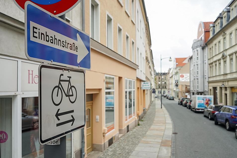 Die Einbahnstraßenregelung, die in der Tuchmacherstraße gilt, wird ab Dienstag aufgehoben.