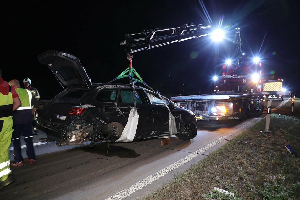Am Donnerstag kam es gegen 22.45 Uhr auf der A 14 zu einem Verkehrsunfall. In Höhe Nossen-Ost kollidierten ein Pkw Seat Cupra und ein Pkw Tesla Model X.