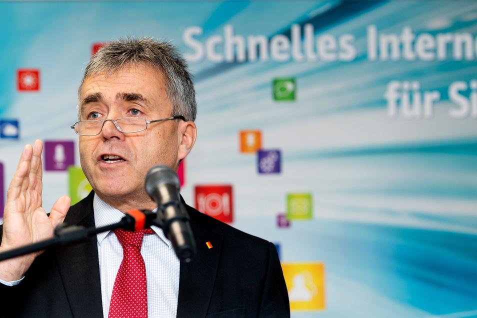 Die Versorgung des gesamten Landkreises mit Breitband-Internet gehört zu den ehrgeizigsten Zielen von Bautzens Landrat Michael Harig. Das will er gern vor seinem Abschied im Juli 2022 verwirklicht wissen.