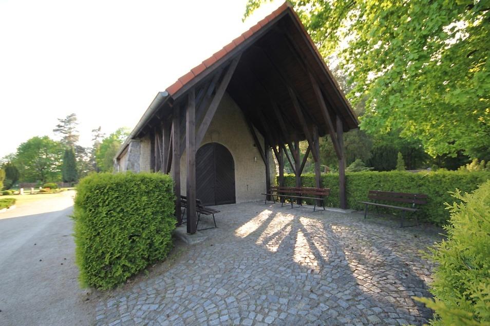 Die in den 1990er-Jahren begonnene Rekonstruktion der Kapelle auf dem Wiednitzer Friedhof wurde 2011 mit dem Austausch der Fenster beendet.