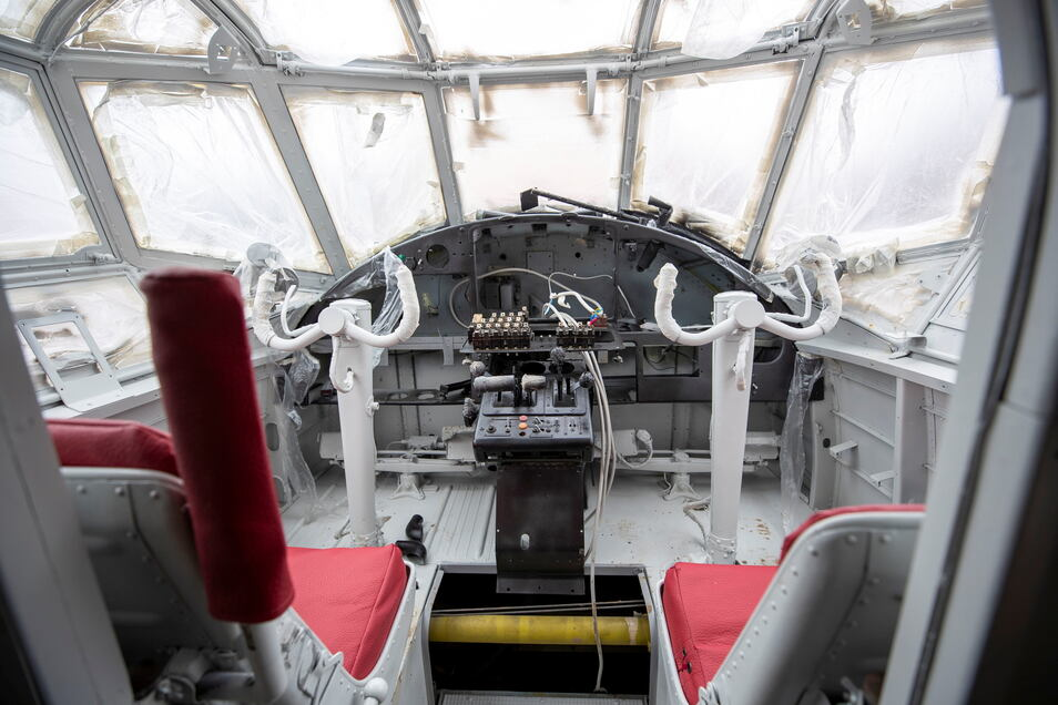 Das Cockpit ist das Herzstück der Antonov. Bis ins Detail wird es wieder hergerichtet. Für den Übernachtungsgast gibt es auch einige Überraschungen.