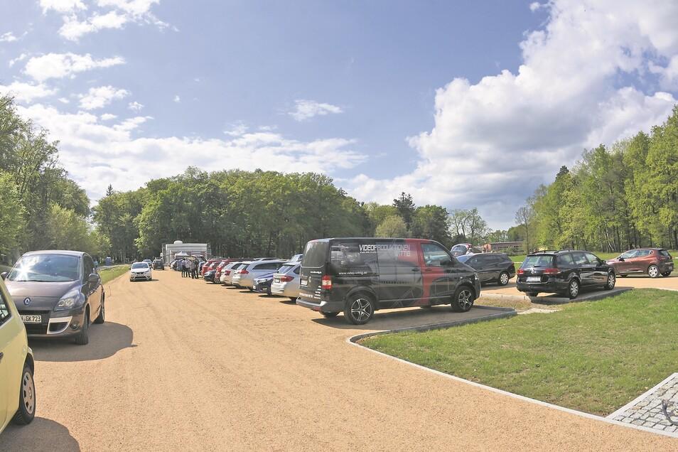 Das Bild eines nahezu voll besetzten Parkplatzes am Kromlauer Park wird sich künftig des Öfteren wiederholen.