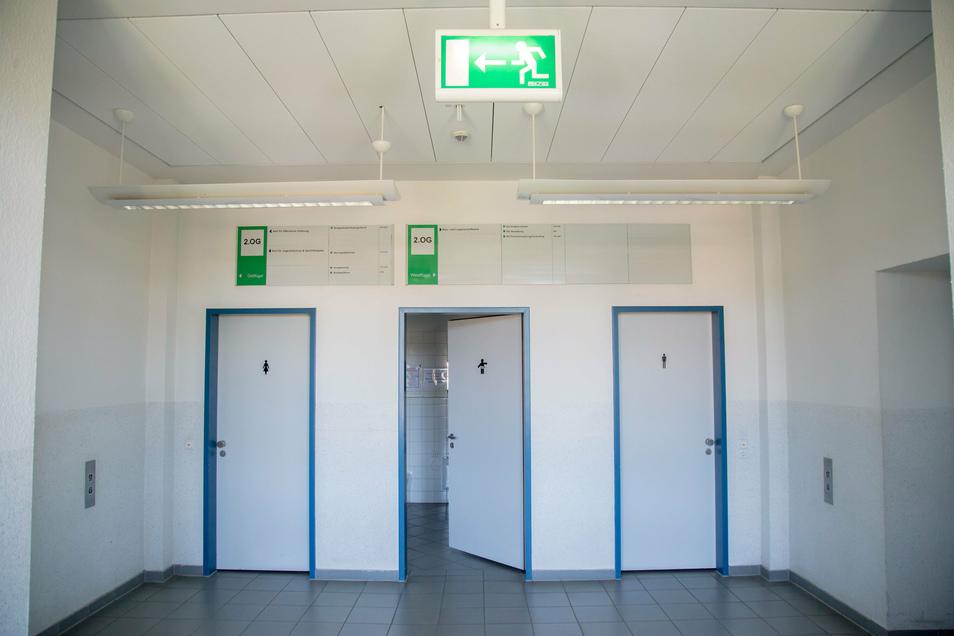 Türe zu: Wer im zweiten Stock der Jägerkaserne unterwegs ist, kann dort nicht mehr auf Toilette gehen. Nur der Wickelraum in der Mitte ist offen. Er aber enthält kein WC.