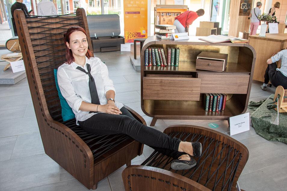 """Lucile Ann Damme schuf im Kreativkurs der Tischler zum Motto """"2 in 1"""" einen Sessel mit passendem Hocker: Die identischen Sitzflächen sind mit je einer Schublade ausgestattet, in der z. B. die Lieblings-Kuscheldecke im Winter Platz findet."""