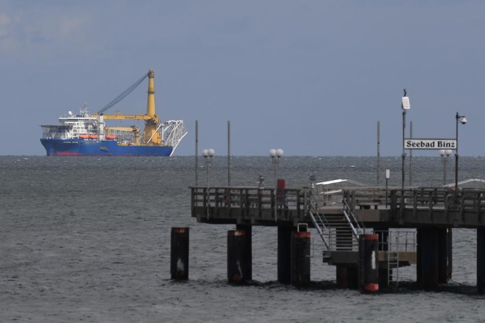 """Das russische Verlegeschiff """"Akademik Tschersk"""" verlegt nun in dänischen Gewässern Rohre für die umstrittene Ostsee-Gaspipeline Nord Stream 2."""