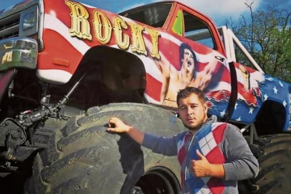 Stuntman Peter White mit einem der Monster-Trucks. Ob angesichts der Corona-Bestimmungen in diesem Jahr überhaupt noch eine Show stattfindet, da macht er sich keine Illusionen.