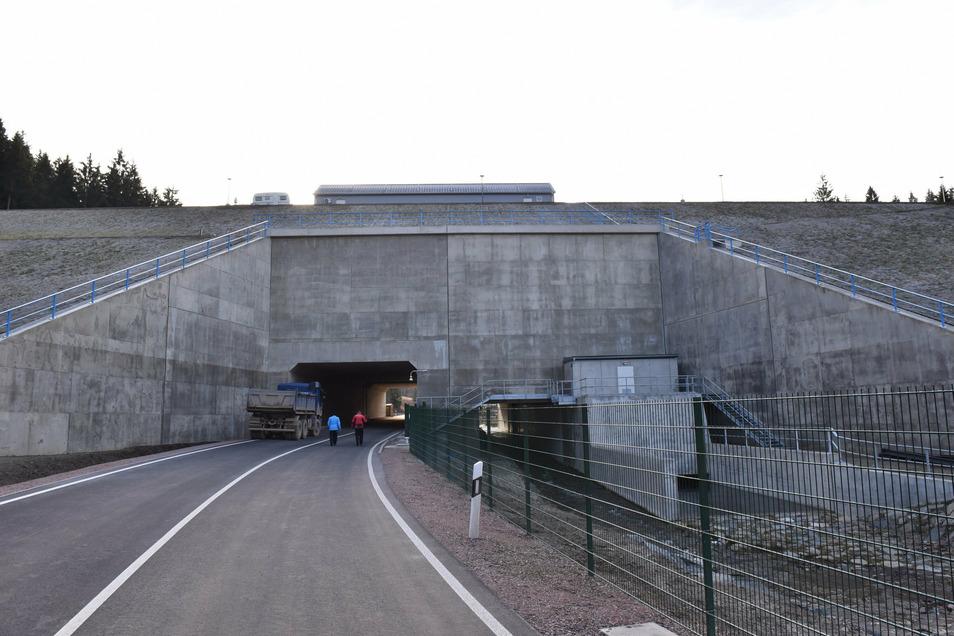 Der Schutzdamm im Pöbeltal bei Schmiedeberg wird am Dienstag für einige Stunden gesperrt.