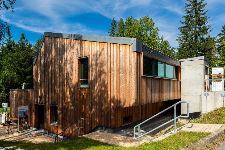 Die neue Försterei in Cunnersdorf: Das Holz für die Fassade stammt aus der Sächsischen Schweiz.