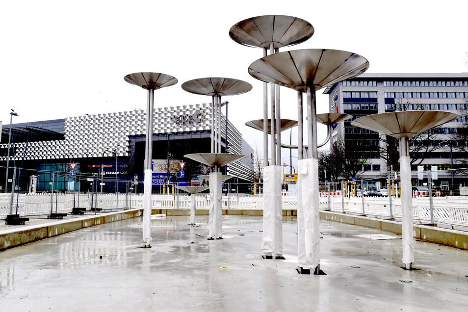 Der Brunnen, der einst auf der Prager Straße stand, wurde an der Promenade auf dem Dippoldiswalder Platz neu aufgestellt.