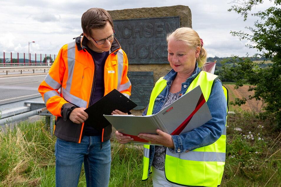 Auftraggeber und Dienstleister: Franz Grossmann vom Landesamt für Straßenbau und Verkehr berät sich mit Birgit Uhlig von PTV Transport Consult.
