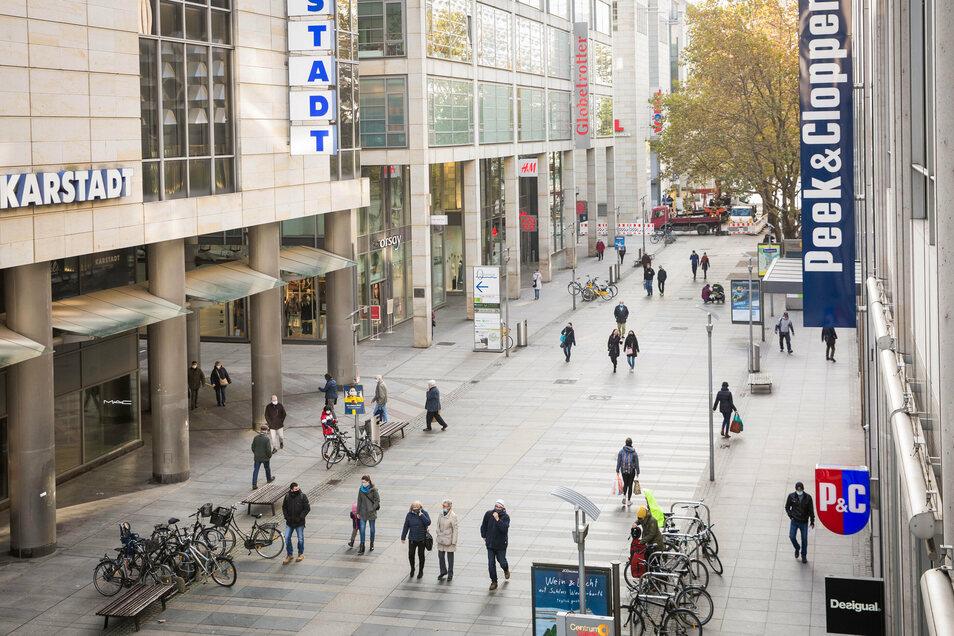 An dieser Stelle der Prager Straße ist sonst die höchste Kundenfrequenz zu verzeichnen. Derzeit sind nur wenige Menschen unterwegs.