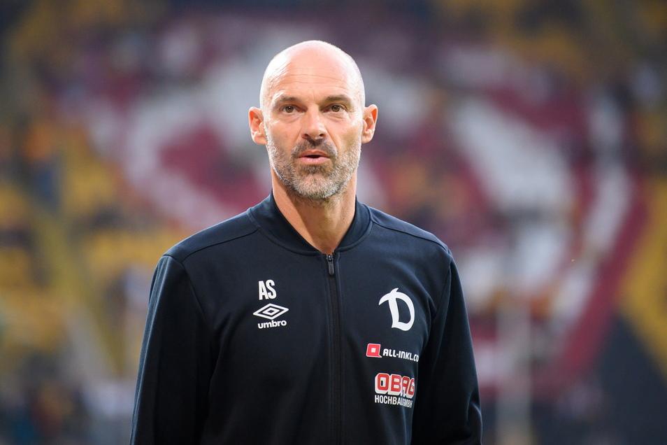Dynamo-Trainer Alexander Schmidt fordert eine schnelle und einheitliche Lösung bei der Fanrückkehr in die Stadien.