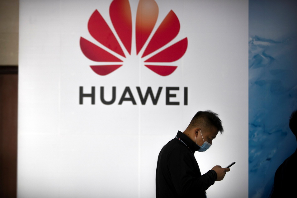 Huawei hat mit Verkaufseinbrüchen wegen den verhängten Sanktionen der USA zu kämpfen.