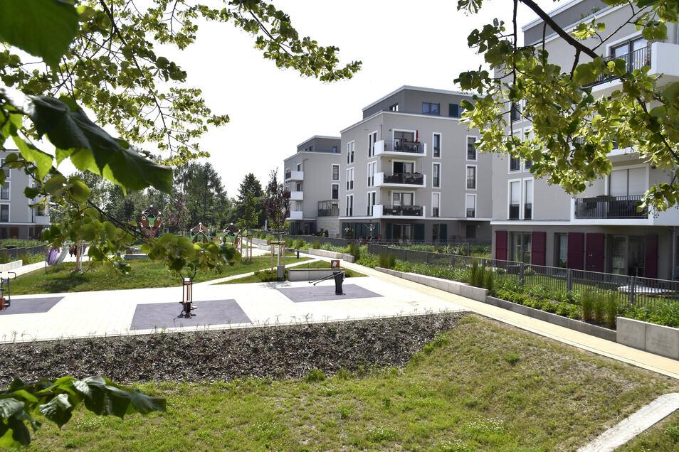 Die Siedlung ist terrassenartig an den Gorbitzer Westhang gebaut. Zwischen den Häuserreihen wurden grüne Streifen mit Sport- und Spielgeräten angelegt.