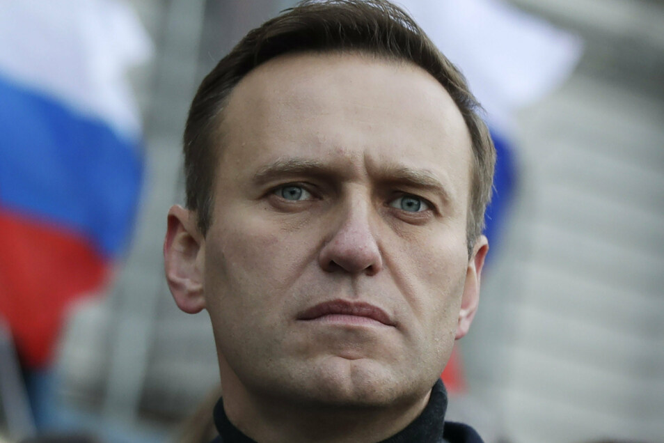 Alexei Nawalny hatte bei einer Reise in Sibirien in einem Flugzeug unter Schmerzen das Bewusstsein verloren.