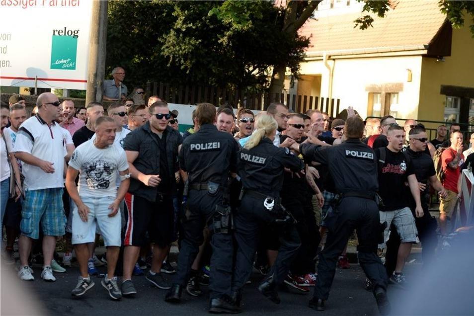 Die Polizei ging dazwischen, es kam zu Festnahmen.
