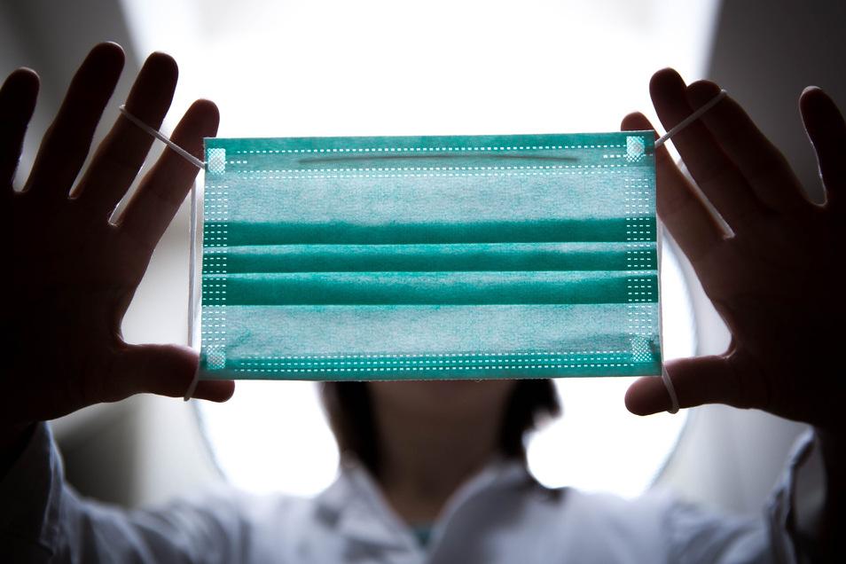 Mundschutzmaske, den geforderten Abstand halten - für ein sogenanntes Hygienekonzept braucht es indes etwas mehr.