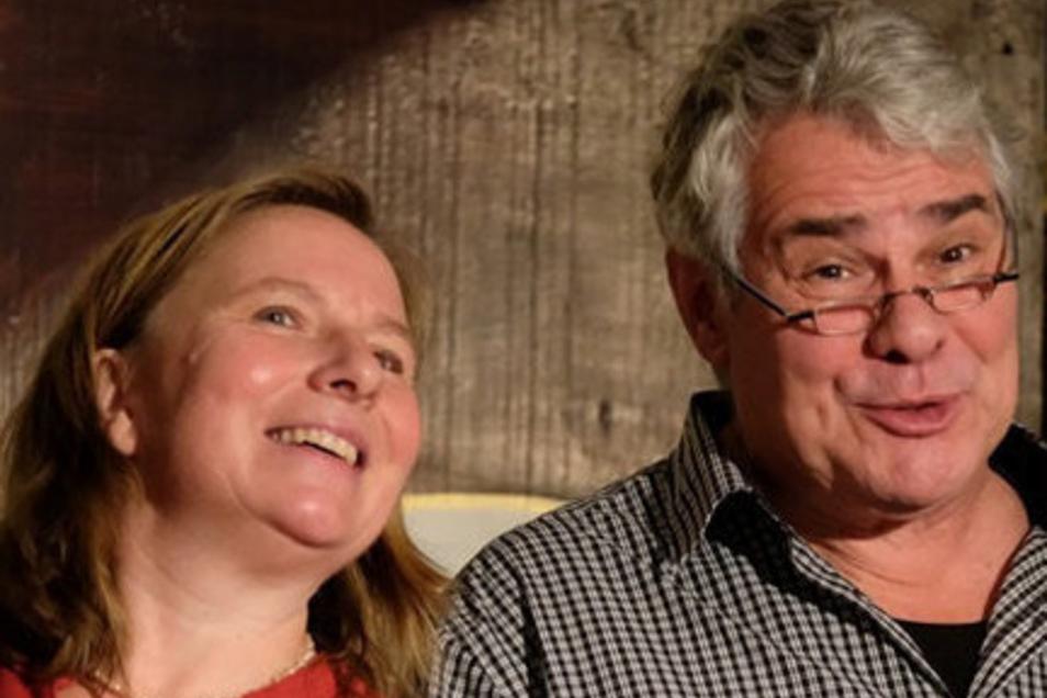 Silke Führich und Reinhart Schuchart stehen beide im Kastanienhoftheater auf der Bühne. Auch die Regie sowie das Bühnen- und Kostümbild übernehmen die beiden Theaterprofis selbst.