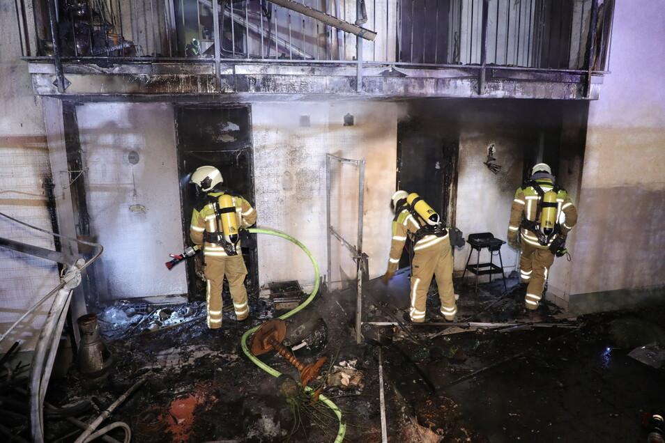 Die Flammen griffen auf das Wohnhaus über.