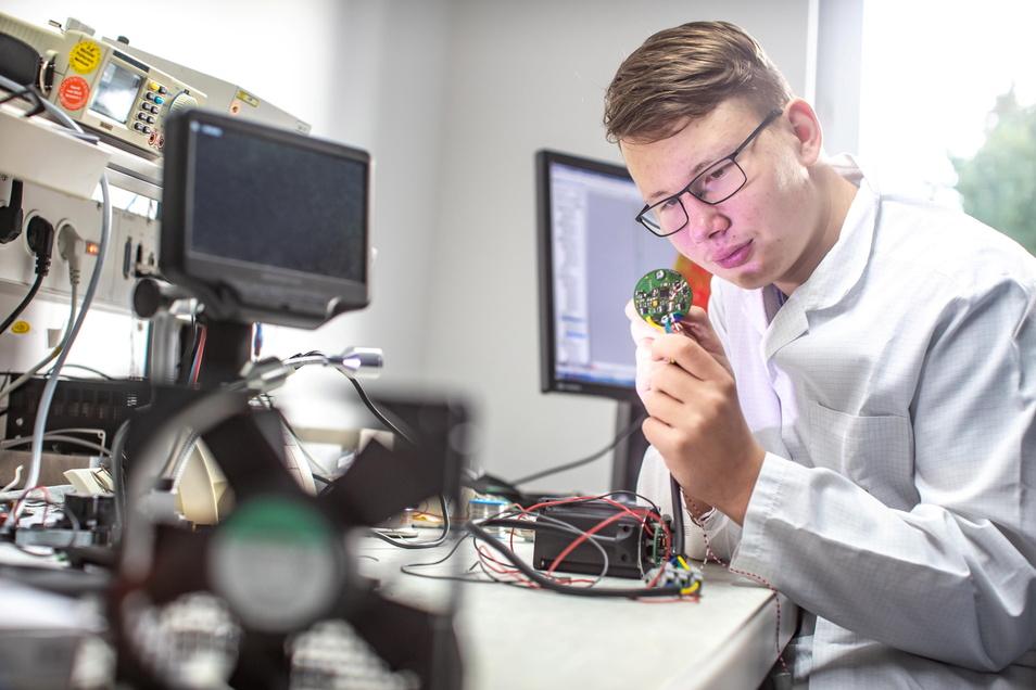 Laurenz Müller ist der erste Schülerpraktikant in der Firma Spat Spezialanlagenbau hartha. Künftig will das Unternehmen regelmäßig ausbilden.