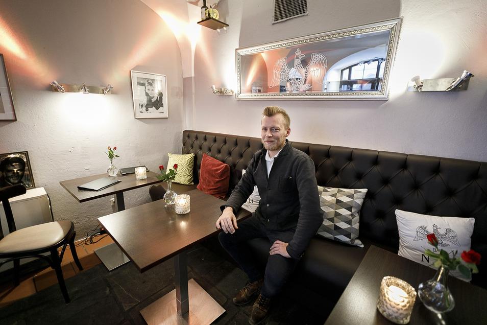 Robert Meinecke führt seit zehn Jahren die Bar N13 am Untermarkt. Wie durch die Wartezeit kommen?