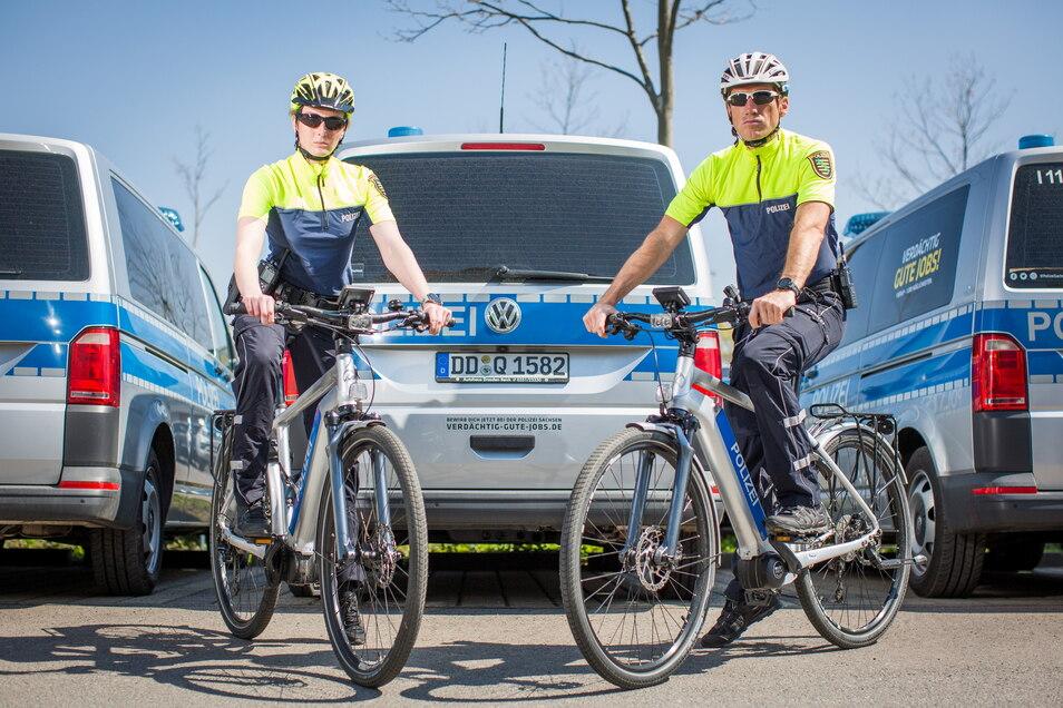 """Die Fahrradpolizisten Franziska Winter und Thomas Kirally gehören zu den Beamten, die bei der Aktion """"Respekt durch Rücksicht"""" im Einsatz sein werden."""