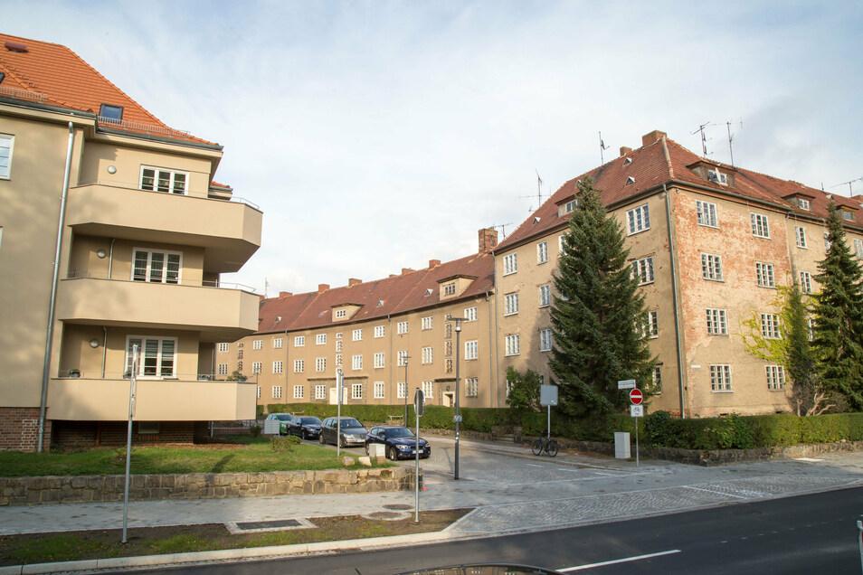 Im Eckhaus Frauenburgstraße 1 (links) leben inzwischen Senioren. Auf der anderen Seite der Frauenburgstraße (rechts) sind die Häuser dagegen noch unsaniert.