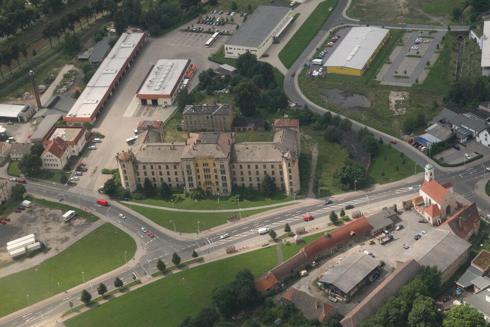Ein Parkplatz auf dem Zittauer Martin-Wehnert-Platz soll nach dem Wunsch der FFF-Fraktion im Stadtrat für Wohnmobile freigegeben werden.