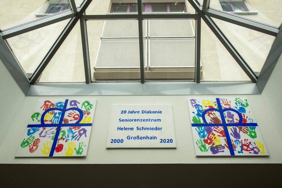 Diese Kunstwerke im Foyer des Seniorenzentrums entstanden anlässlich des Jubiläums.
