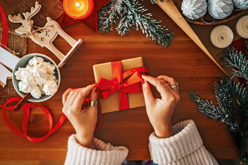 Noch auf der Suche nach schönen Weihnachtsgeschenken? Dann lohnt sich jetzt schon ein Blick auf die Angebote der SZ-Auktion, die am 6. November startet.