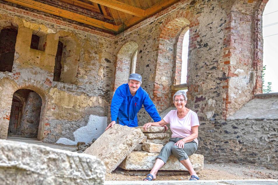 Ralf Zscherper und Hannelore Risse vom Verein zur Förderung des Wiederaufbaus der Kirche zu Canitz im Sommer 2019.
