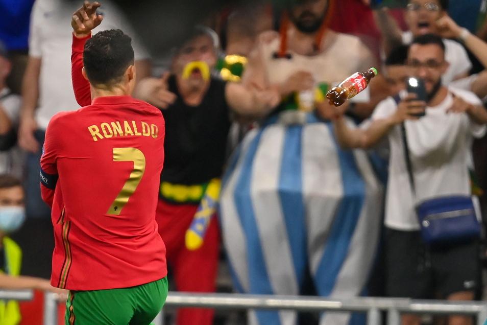 Cristiano Ronaldo erzielte gegen Frankreich die Tore 20 und 21 bei einer Europa- oder Weltmeisterschaft. Als Dank gab es eine Cola-Flasche.