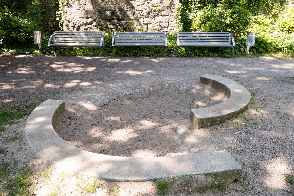 Nicht mehr richtig nutzbar auch der Sandkasten auf dem Spielplatz Uferstraße.