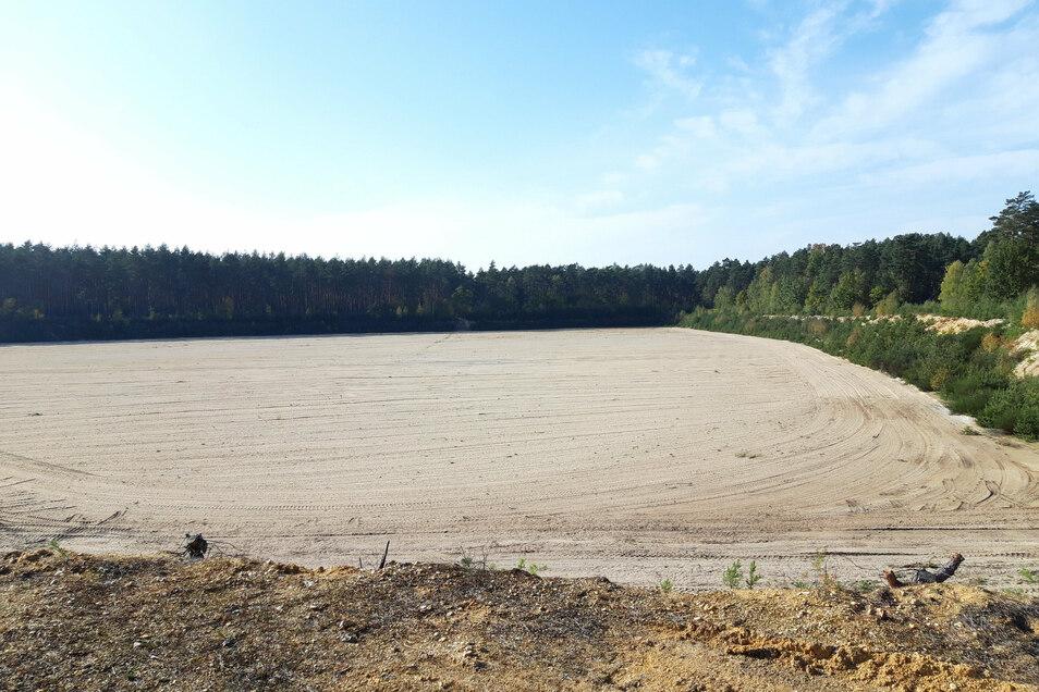 Der Boden ist schon bereitet für eine neue Deponie der TKK im Biehainer Forst. Davon konnte sich jetzt eine Expertenrunde vor Ort überzeugen.