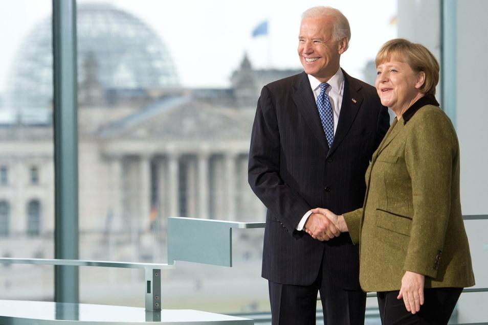 Bundeskanzlerin Angela Merkel (CDU) empfängt im Kanzleramt den damaligen US-Vizepräsidenten Joe Biden (Archivbild).