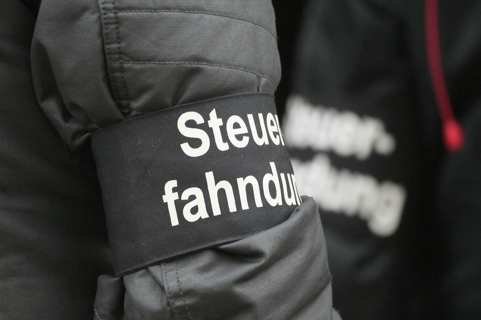 Steuerfahnder haben in Sachsen Millionen Euro aufgespürt.