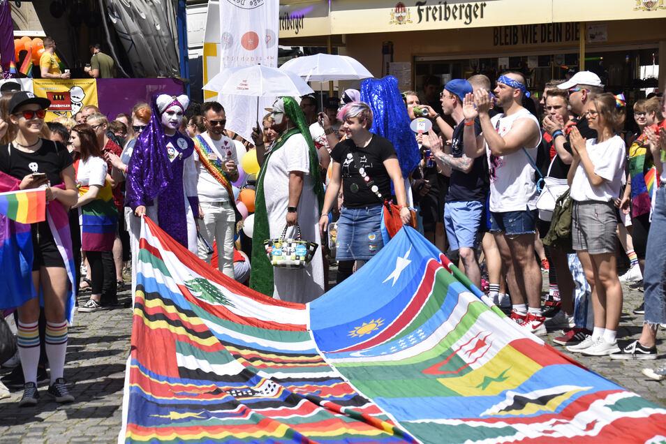 Hauptsache bunt: Teilnehmer am 26. Christopher Street Day in Dresden feiern sich, ihre Lebensweisen und größtmögliche Toleranz.