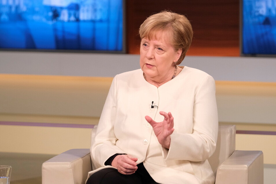 """28.03.2021, Berlin: Bundeskanzlerin Angela Merkel (CDU) ist zu Gast in der ARD-Talksendung """"Anne Will""""."""