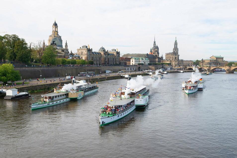 Für dieses Dampferfest auf der Elbe, die Flottenparade, gibt es einen neuen Termin.