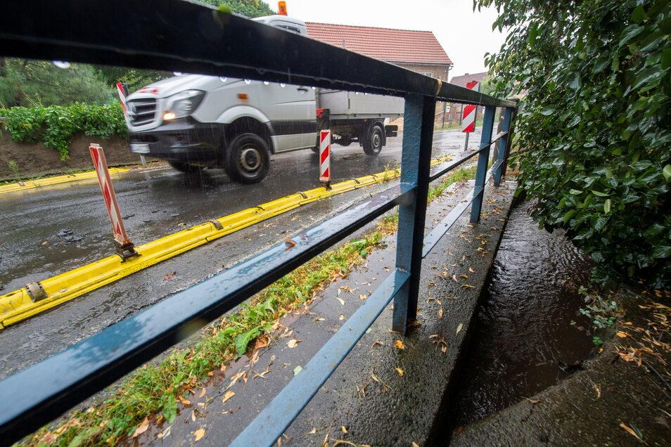 Die Brücke über den Bindebach ist in einem desolaten Zustand, die Fahrbahn eingeschränkt. Jetzt soll sie erneuert werden.