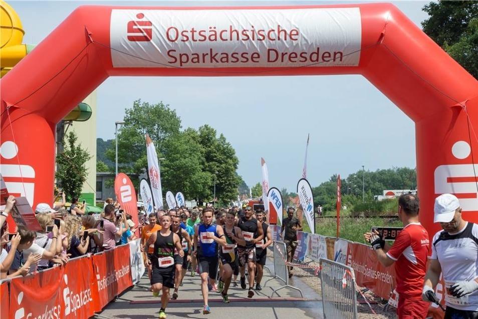 Rund tausend Läufer, aufgeteilt in drei Startgruppen, machten beim ersten Crossdeluxe in Freital mit.